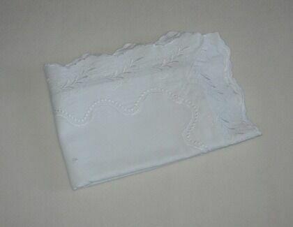 Красивая белая наволочка, вышивка, 50x70см