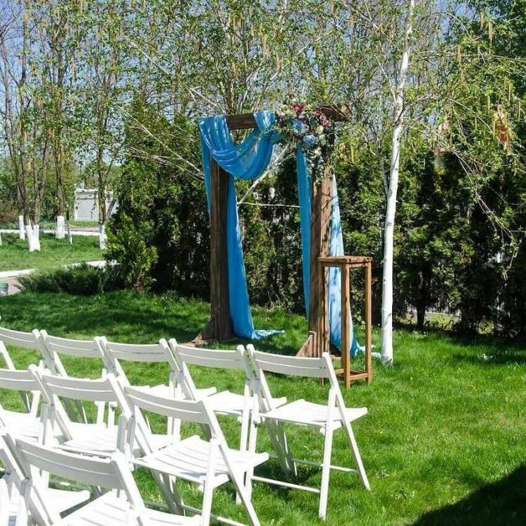 Аренда белых складных стульев для свадебной церемонии Харьков