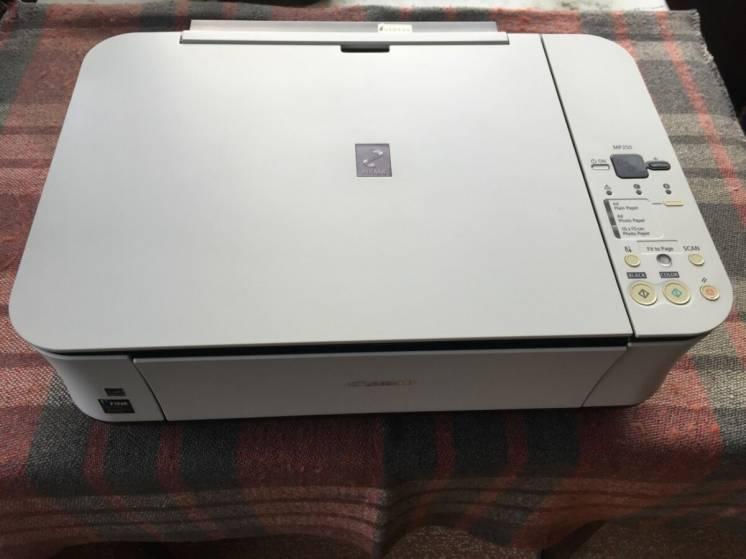 Принтер canon mp250, печатает, (3 в 1), состояние нового