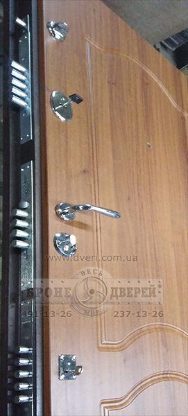 Утепление, обшивка, реставрация дверей в Днепропетровске.