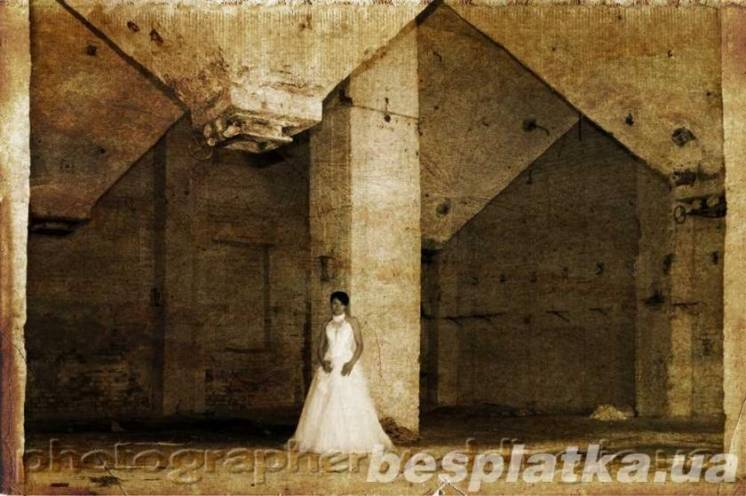Оригинальная и криативная фото сессия в стиле Trash The Dress.