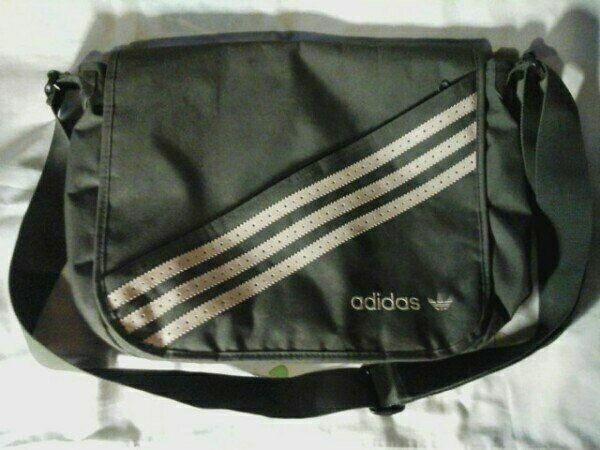 Сумка через плечо Adidas. практически новая.
