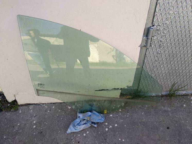 Стекло предняя правая дверь шевролет каптива 2012     Gm 96624297