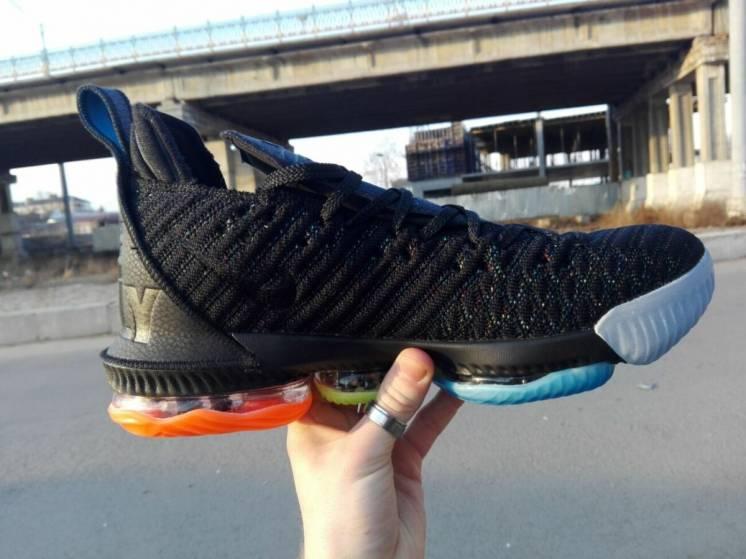 Баскетбольные мужские кроссовки Nike Lebron 16 найк леброн 16
