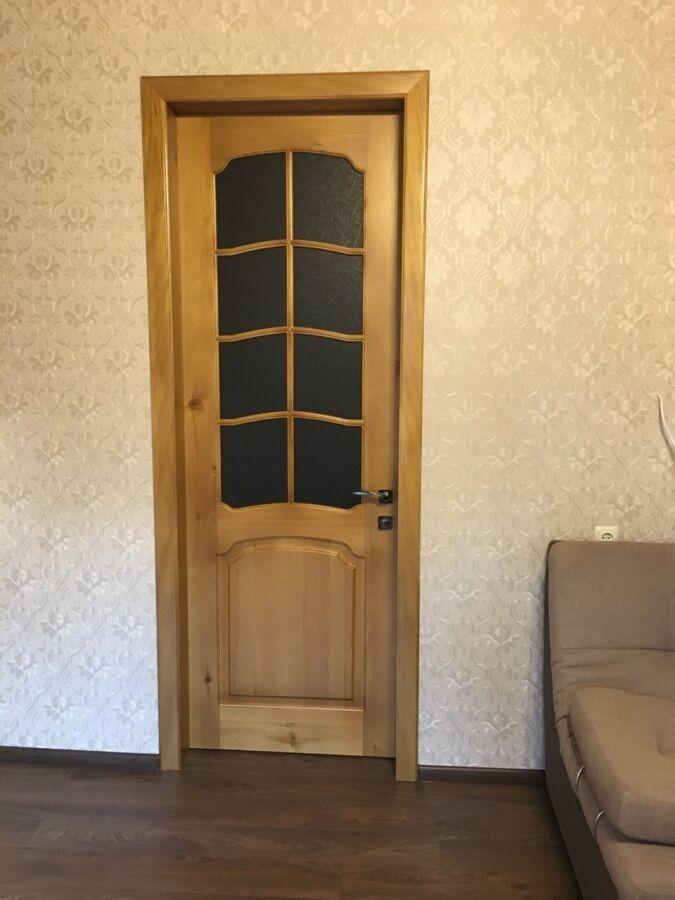 Двери и комплекты наличников из массива сосны