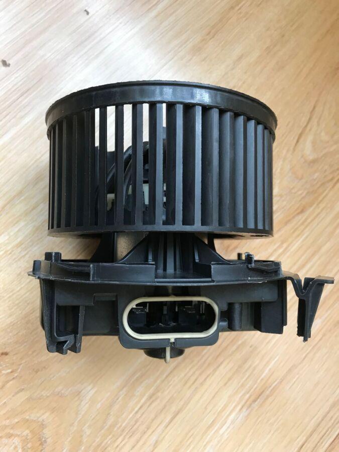 Вентилятор отопителя салона к Nissan Micra 272269u01a оригинал