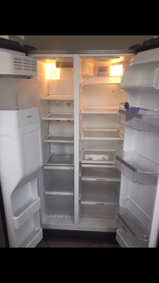 Продам холодильник Side By Side Whirlpool