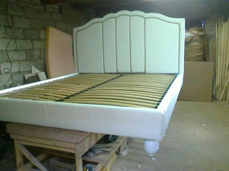 Перетяжка мягкой мебели, диваны, кровати. ткань экокожа, кожа, ремонт.