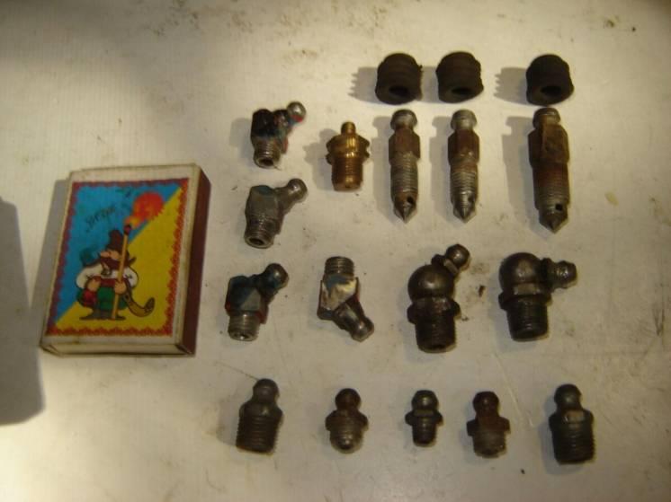 16 шт. масленки (тавотницы прямые и угловые), производства ссср