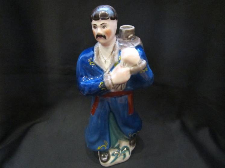 Фарфоровая статуэтка-штоф