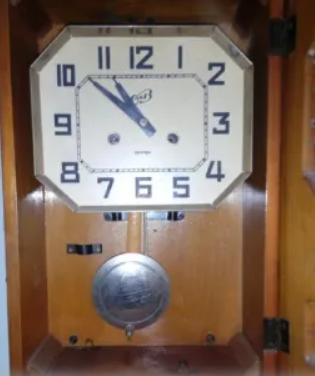 Настеные часы янтарь