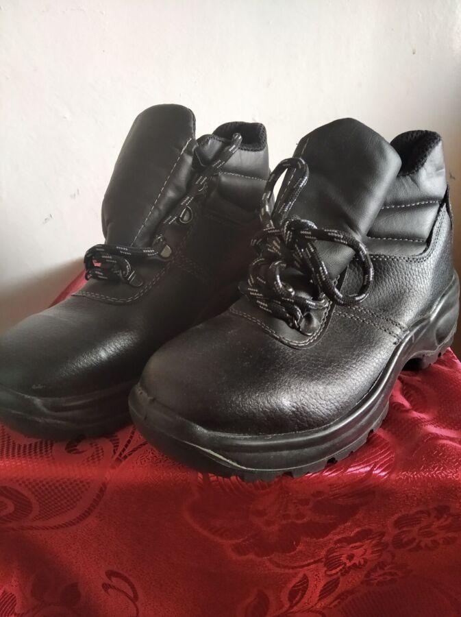 Ботинки рабочие кожаные новые - 39 разм.