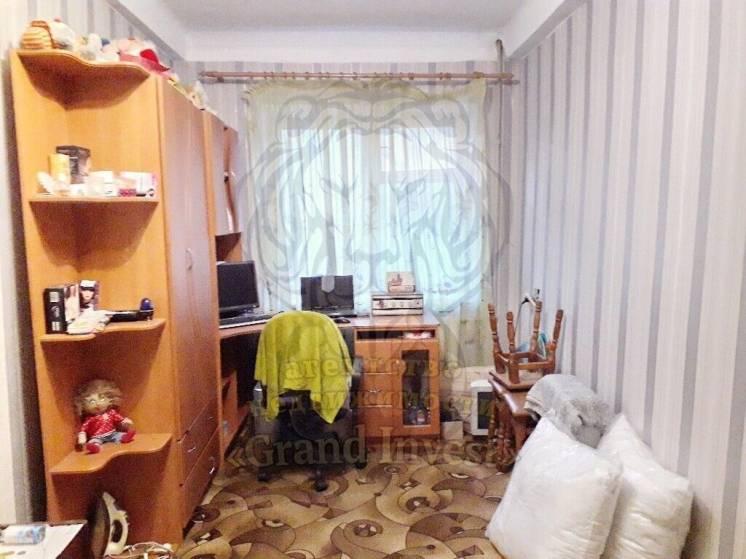 2-х комнатная по Кулика рядом с Фрешем средний этаж
