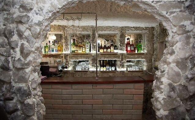 Уникальный бизнес - ресторан в соляной пещере в центре киева
