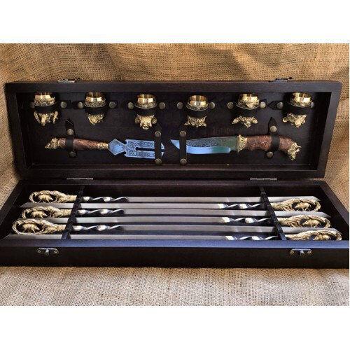 Подарочный набор для мужчины в кейсе (шампуры, нож, вилка, чарки)