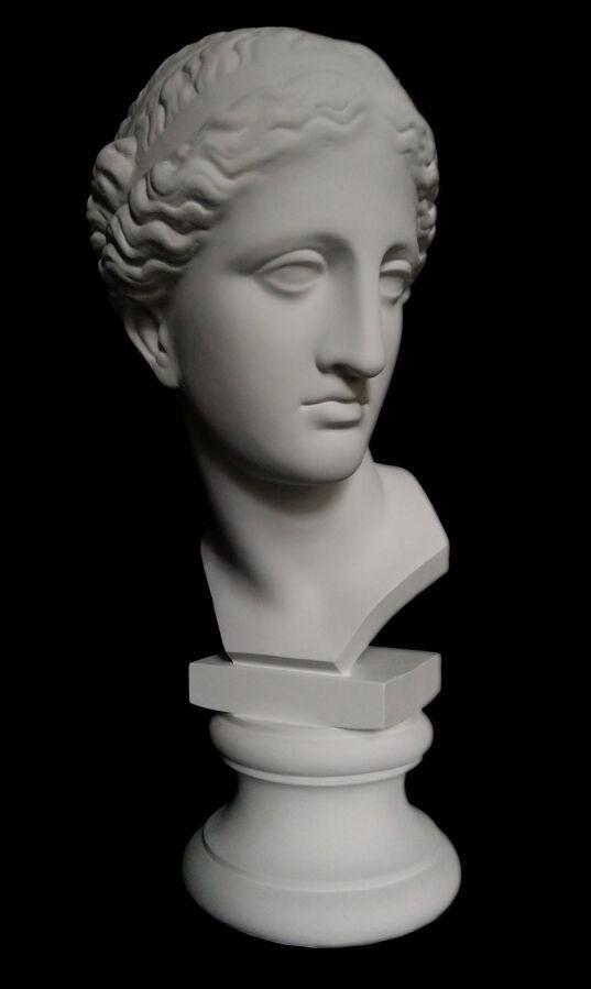 Гипсовая голова венера арлезианская на подставке, 60 см.