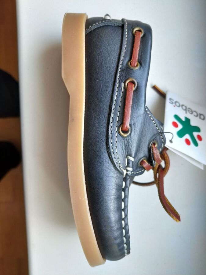 Продам новые детские туфли Acebos Испания