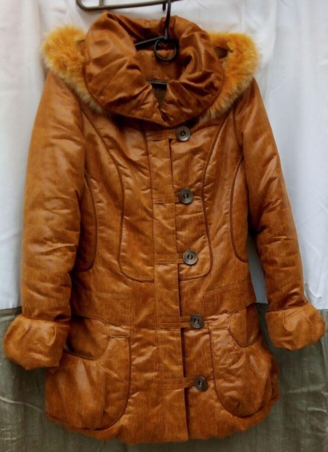 Курточка женская, с капюшоном, на синтепоне