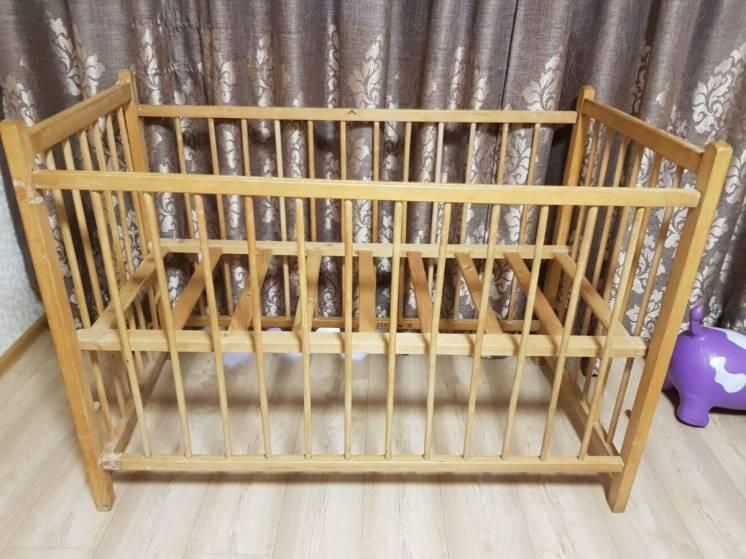 Продам детскую кроватку из натуральной древесины