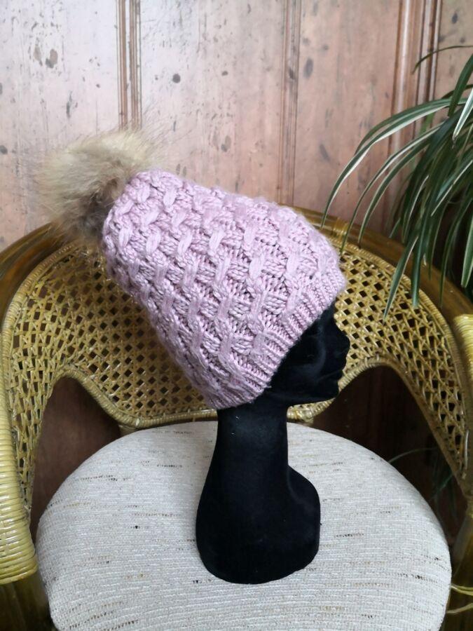 Женская вязаная шапка с меховым помпоном Maltina, нежно сиреневая.