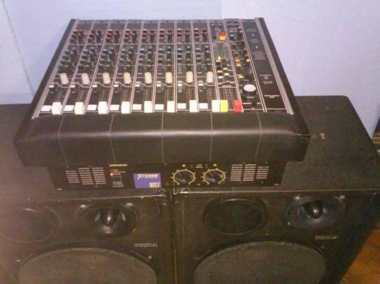 Продам фирменный комплект audio-аппаратуры для дискотеки или кафе.