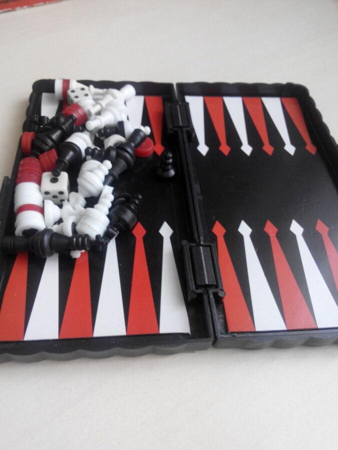Шахматы, шашки, нарды 3 в 1 дорожные пластиковые магнитные (15*13 см)