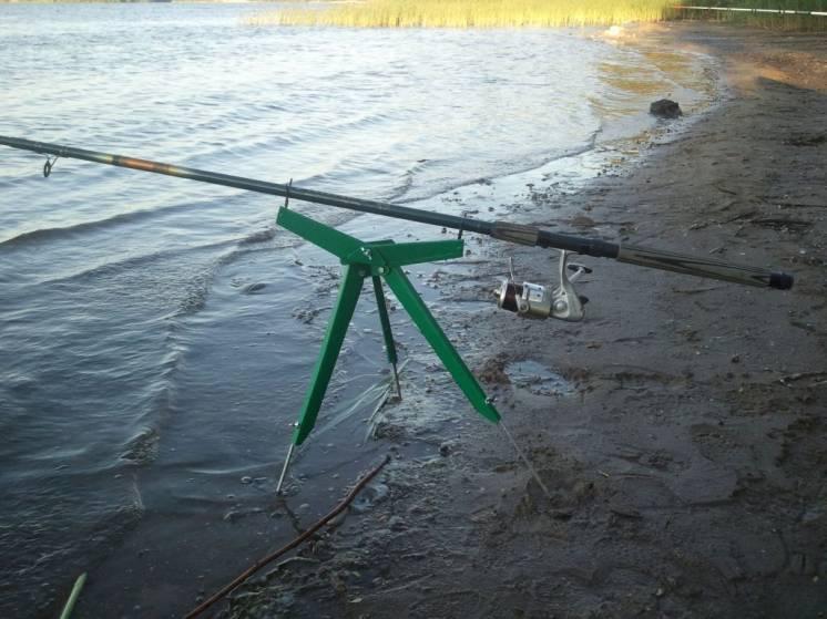 Рыбацкая подставка под удочку подарок рыбаку видео