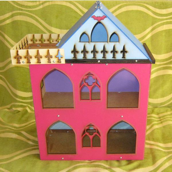 Разборной кукольный домик в стиле Монстр- Хай.