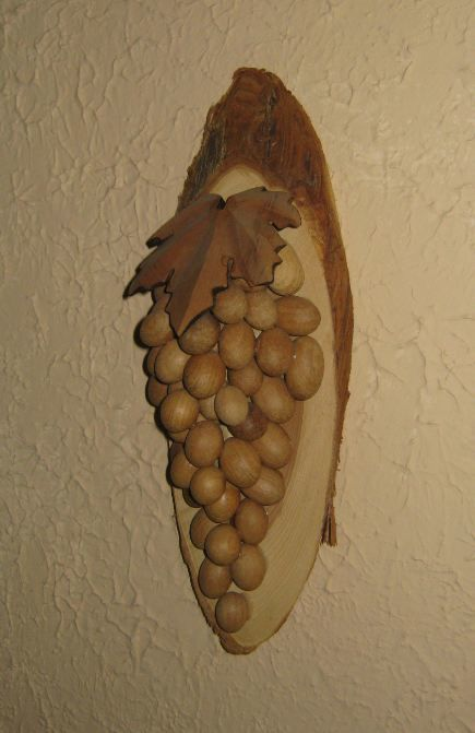 Виноградная гроздь из дерева