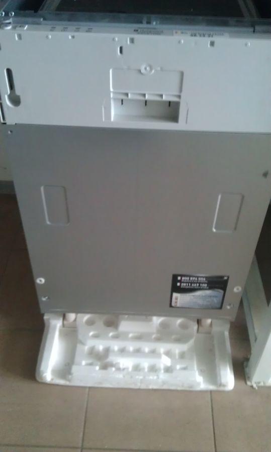 Новая встраеваемая узкая посудомоечная машина Hotpoint-Ariston LST 114