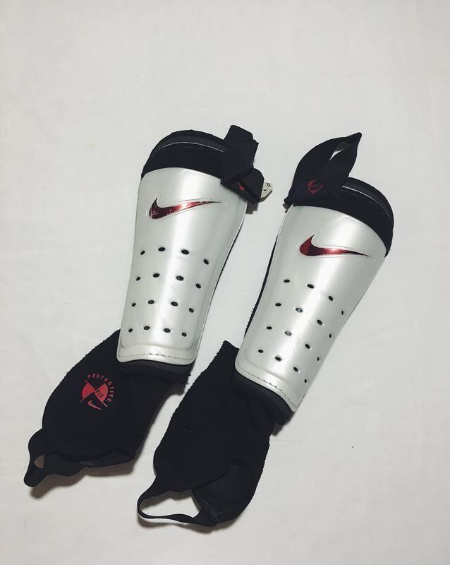 Футбольные щитка Nike Найк белые с голеностопом