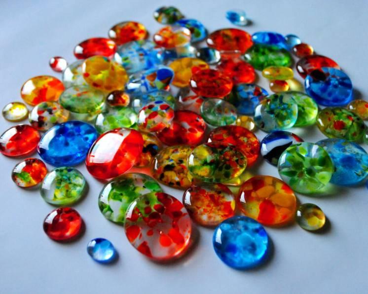 Декоративные стеклянные камни, капли, кабошоны, мозаика.