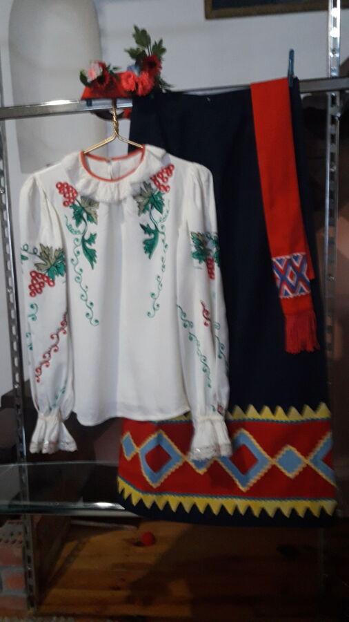Продам украинский народный женский костюм