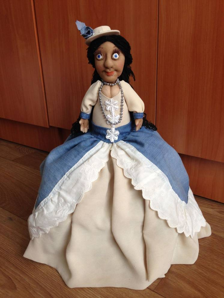 Кукла (грелка) на чайник