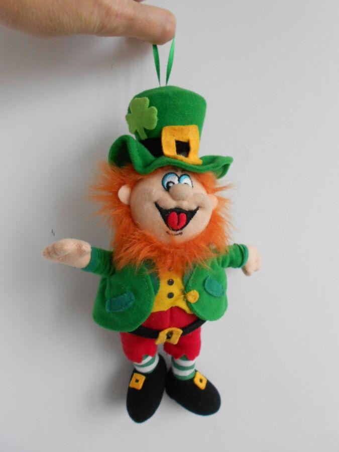 Лепрекон ирландский гном святой Патрик смеется