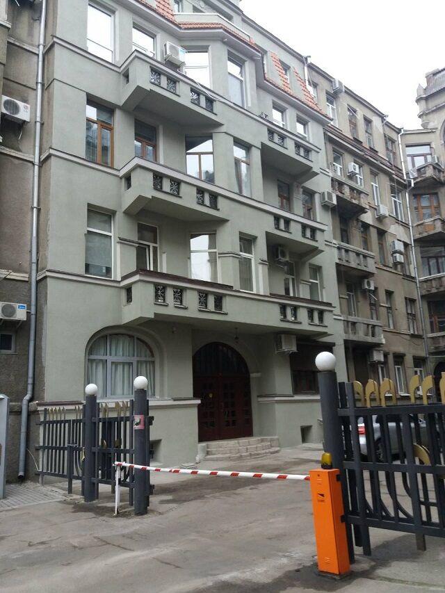 продам 3 комнатную квартиру в центре