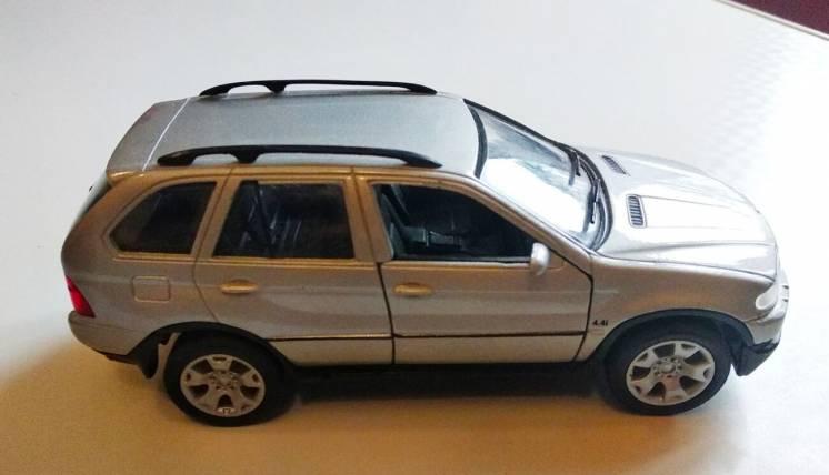 BMW X5 1:32 Welly