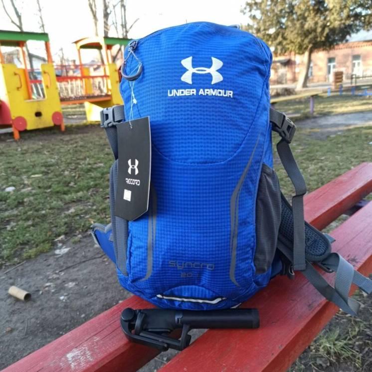 Стильный спортивный рюкзак Under Armour с каркасной спинкой дождевиком