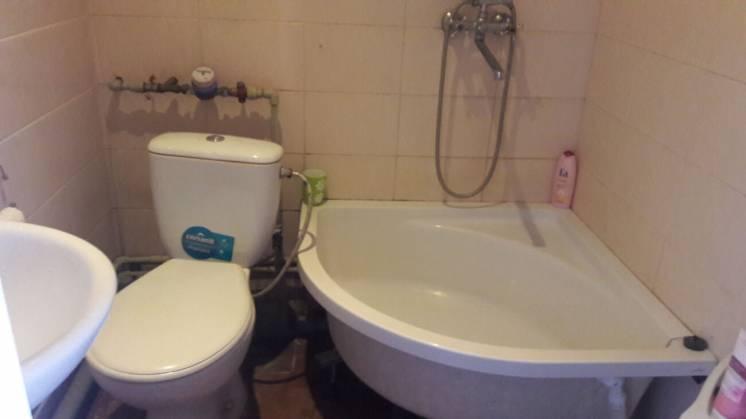 Продам 1-комнатную гостинку со всеми удобствами в районе Одесской по у