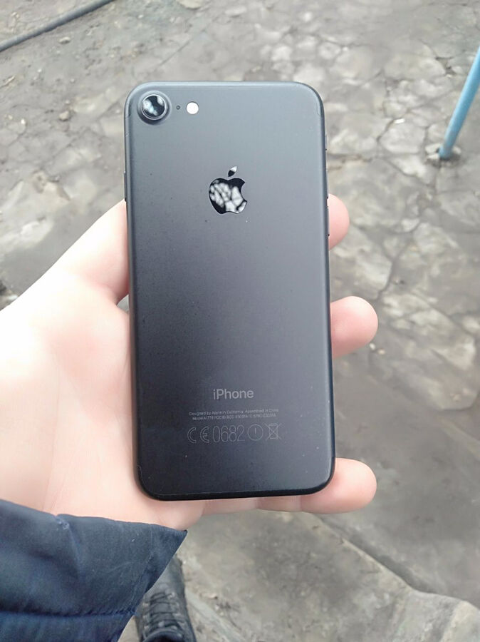 продам iphone 7 32gb