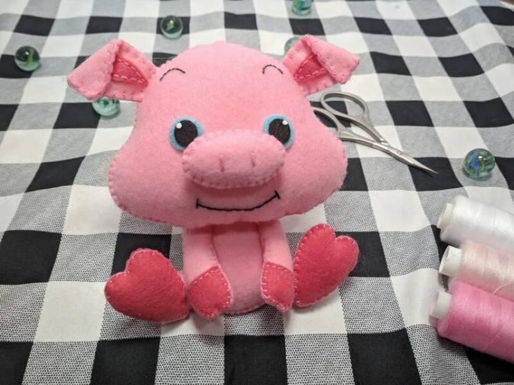 Мягкие игрушки Свинка из фетра