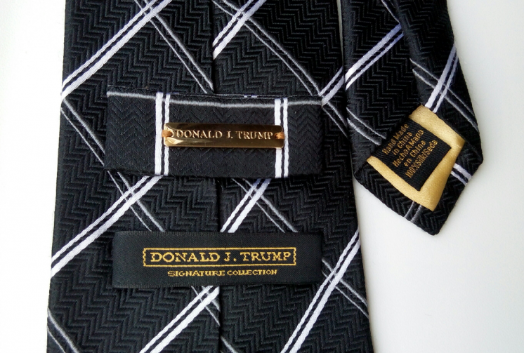 Галстук 45го президента США Donald J.Trump с фамильным гербом