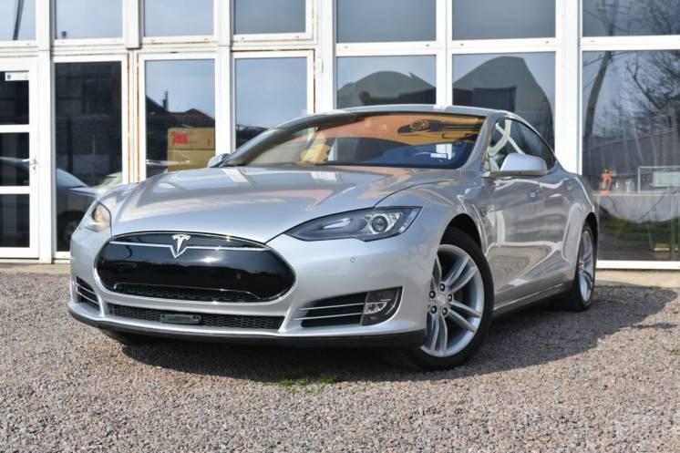 Tesla model S,. 85