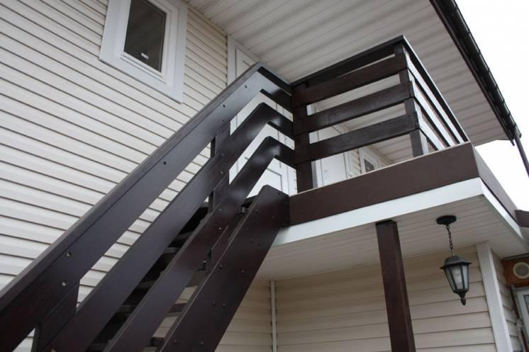 Занимаемся изготовлением деревянных лестниц