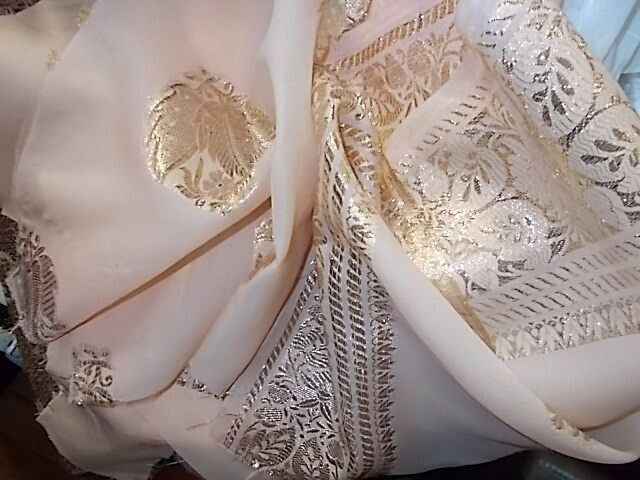 Ткань шелк набор абрикосового цвета с золотым орнаментом Для рукоделия