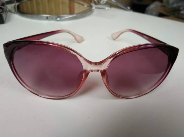 Розовые стильные очки солнцезащитные