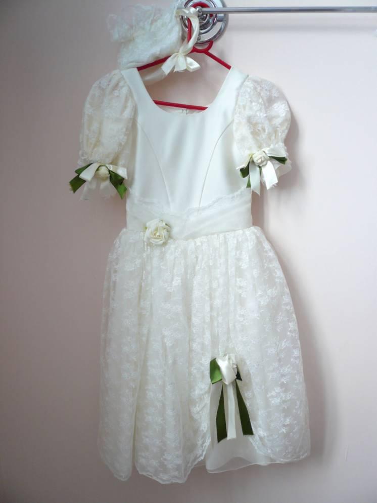 Платье кремовое с цветами б/у