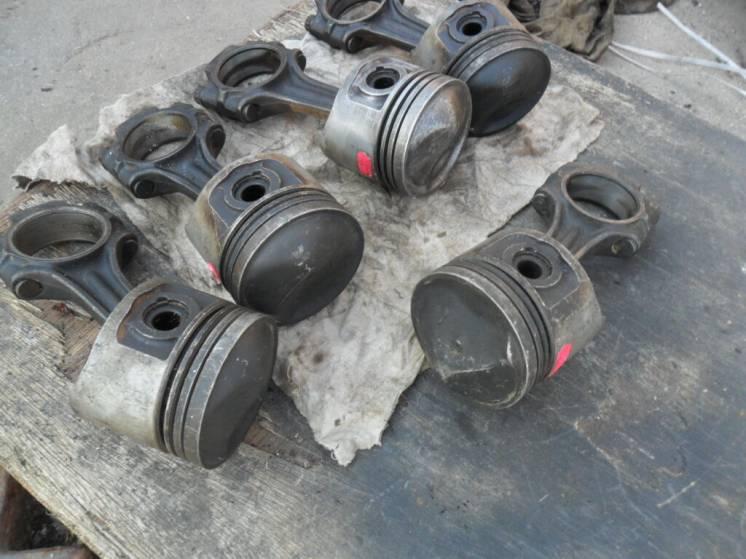 Поршень, шатун Мерседес 280, двигатель М110, оригинал