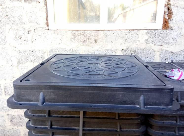 Люк квадратный пластиковый 1т Ø кр.610; осн.680 h-80