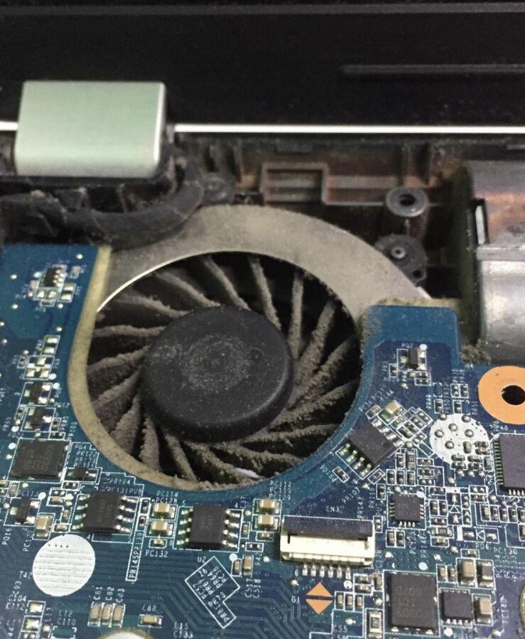 Чистка ноутбука от пыли + термопаста